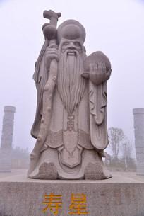 石座上的老寿星雕塑