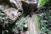 峡谷攀岩峭壁