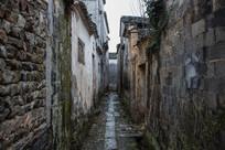 下雨后的小巷