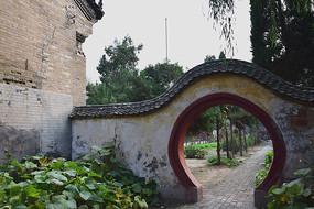 古典的月亮门建筑