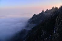 老君山峰下的云海