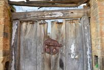 农村的破旧木门