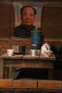 七十年代挂毛主席像的家具