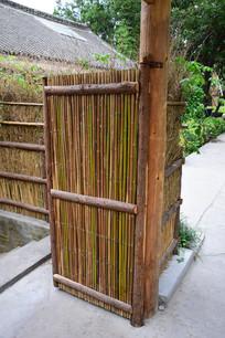 竹篱笆门建筑摄影