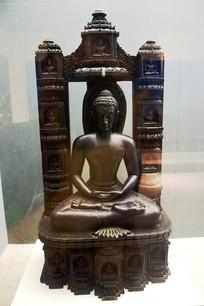 黑色的佛像雕塑
