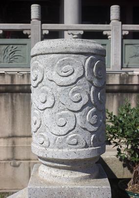 祥云雕刻石柱