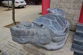 背着小乌龟的赑屃神兽