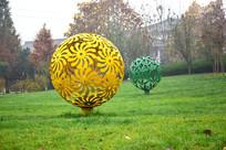 黄色镂空艺术雕塑
