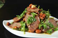 花仁香菜拌牛肉