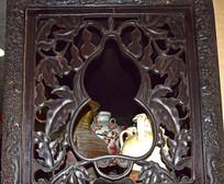 葫芦图案博古架雕刻