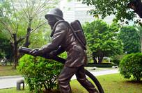 消防员雕像图片