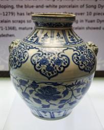 元代青花缠枝牡丹纹兽耳瓷罐