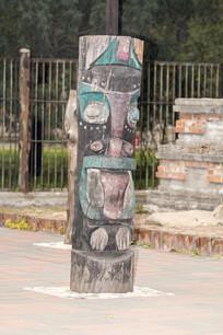 非洲彩桩雕刻