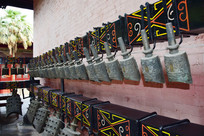 古代乐器编钟摄影图