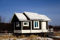 欧式木屋别墅雪景