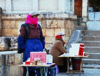 香格里拉卖酸奶的老人