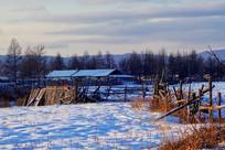 冬季雪原人家