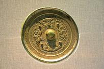 神像和车马画像-铜镜雕饰