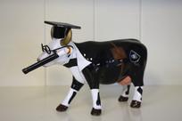 博士牛雕塑