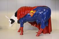 超人牛雕塑