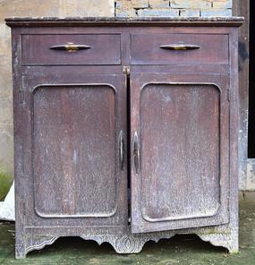 传统的木质桌柜图片
