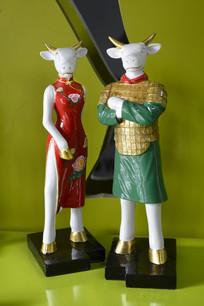 旗袍牛雕塑