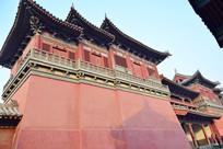 高大的红色古建筑摄影