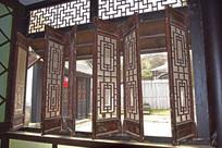 老式木质窗户摄影图