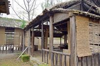 破旧的农村木房子