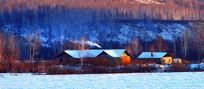 山林人家雪景