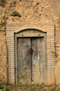 土窑洞的青砖箍门