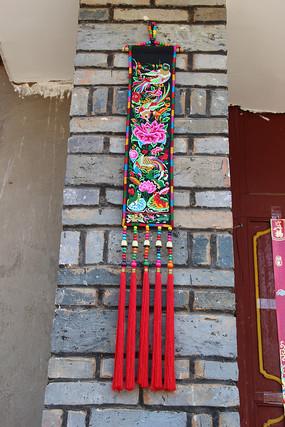 啊波左村彝族妇女的手工艺品