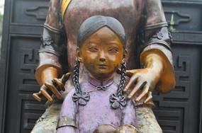古代人像铜雕