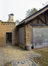 青砖老宅院的偏门