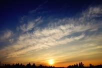 日落时分的夕阳云彩