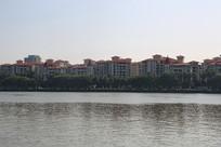 广州珠江岸边居民楼房