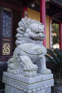 庙前石狮子