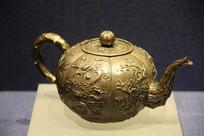 民国浮雕梅花纹茶壶