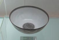 清乾隆彩绘薄胎碗