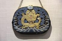 刺绣龙纹手包