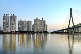 大桥与高楼大厦建筑图片