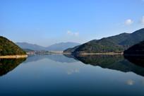 湖面上的风景