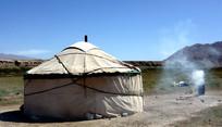 旷野中的蒙古包