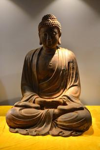 如来佛主端坐泥像