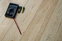 白色木纹理地板横构图