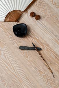 白色木纹理地板竖构图