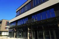 蓝色调现代建筑