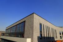 蓝天下的商业楼建筑