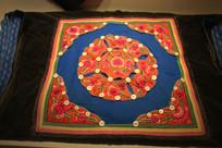 彝族背杉坐垫绣花图