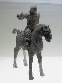 明代文物精品彩绘陶骑马武士俑